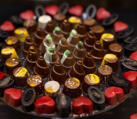 Bombom fino de chocolate belga pintado á mão