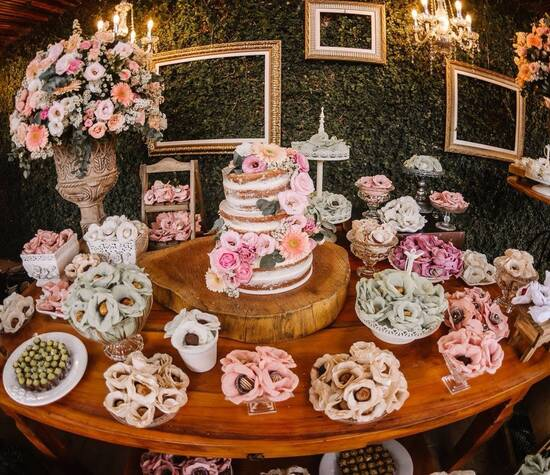 Semi Naked Cake e Doces da Brada