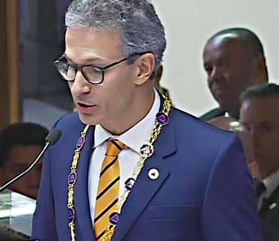 Governador ZEMA veste Costume Sob Medida Reale Alfaiataria em sua posse.