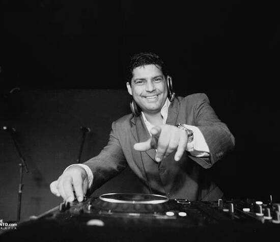 DJ Mauricio Lobato