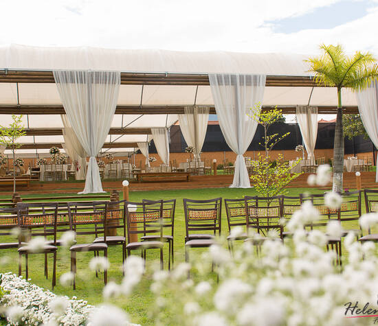 Área coberta e Anfiteatro para Cerimônia