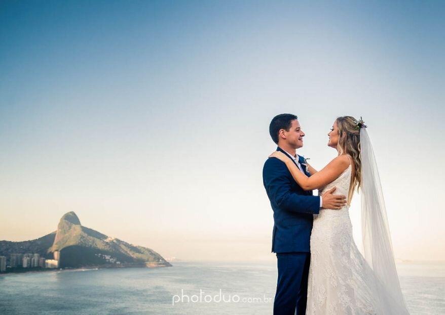 Giovana & Guilherme: Destination wedding com uma vista de tirar o fôlego e decoração boho-chique no Rio de Janeiro.