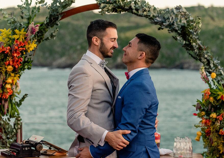 Allan & Alexander: História de amor coroada com casamento de frente para o mar de Búzios e cerimônia comandada por Liandra Zanette