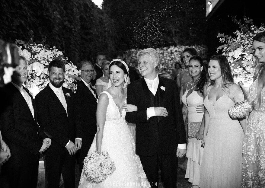 Pamela e Kristian: casamento clássico e sofisticado com troca de alianças bilíngue celebrada por Liandra Zanette