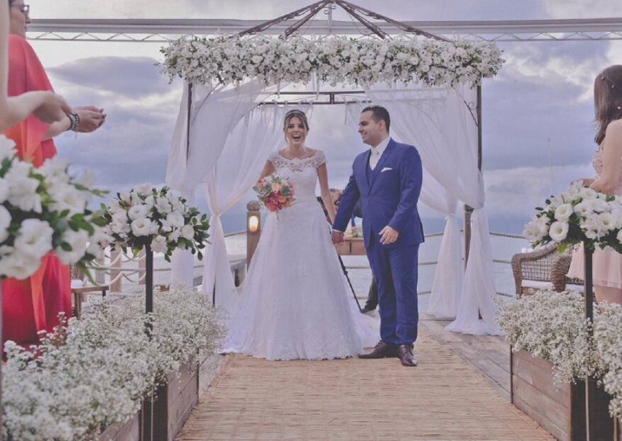 """Casamento na praia de Kerolyn & Igor: a condição era """"sem pés na areia"""", mas com a belíssima vista do mar de Ilhabela!"""